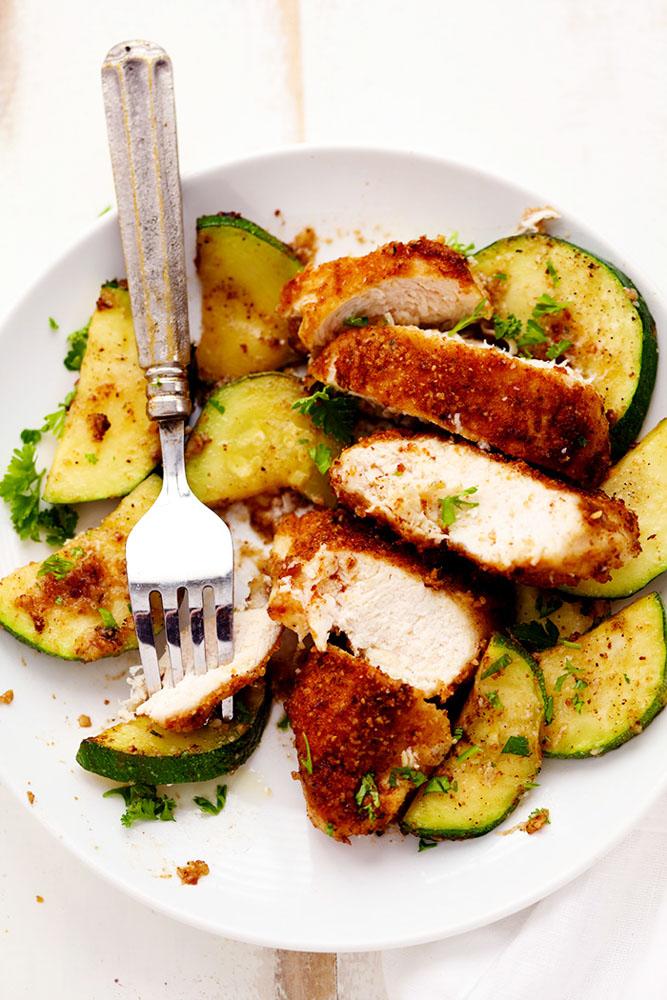 #Recipe : Crispy Parmesan Garlic Chicken with Zucchini
