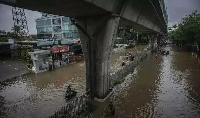 Menurut Peneliti Utama Geospatial Information Agency, Prof. Dr. Ing. Fahmi Amhar, Banjir bukan sekedar fenomena alam.  Karena Fenomena alamnya adalah hujan. Tetapi hujan belaka tidak otomatis menyebabkan banjir.  Oleh karena itu, menurut fahmi amhar agar banjir tidak berulang, diperlukan teknologi yang dapat dikembangkan.