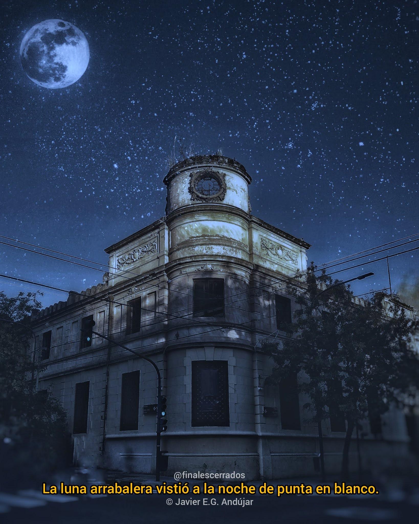 La luna arrabalera vistió a la noche de punta en blanco. 🌕