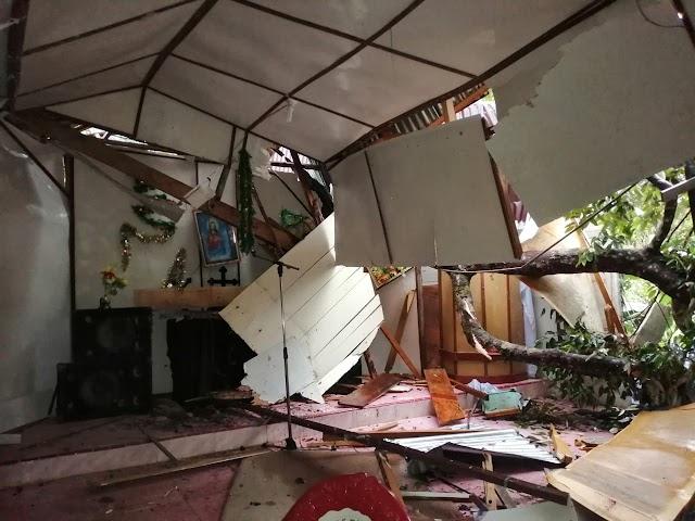 Satu Gereja di Lobu Harambir Rusak Tertimpa Pohon Tumbang