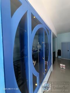 Rak Pajangan Dari Kaca Sebagai Penyekat Ruangan Rumah + Furniture Semarang