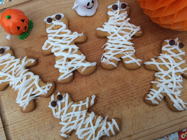 Gingerbread men decorated to look like mummies
