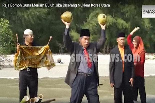 dukun malaysia ini lindungi serangan nuklir dengan kelapa