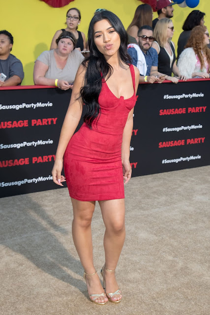 Julia Kelly – 'Sausage Party' Movie Premiere in Los Angeles