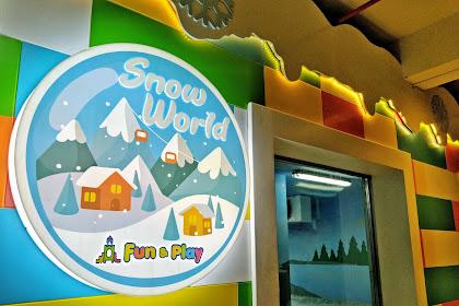Bermain Salju di Snow World Fun and Play Louis Kienne Pemuda Semarang