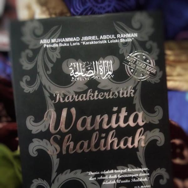 Buku Karakteristik Wanita Shalihah: Bagaimana Sosok Perempuan Ideal dalam Perspektif Ajaran Islam?