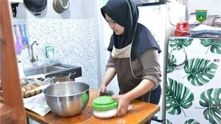Melda Dharma owner Loumeer Cake Padang Panjang