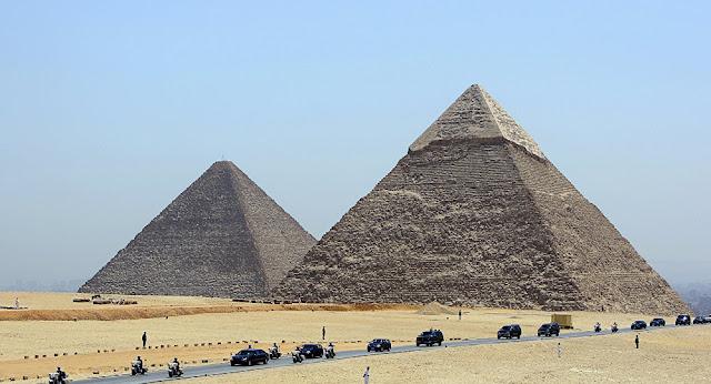مصر… وفاة شاب ألقى بنفسه من أعلى هرم خفرع