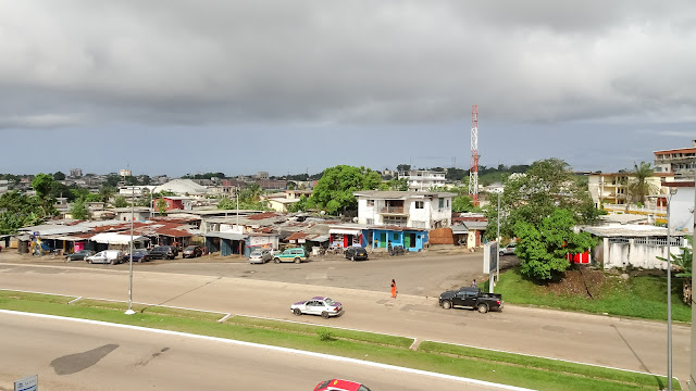 The long Boulevard Triomphal is the main street within Libreville