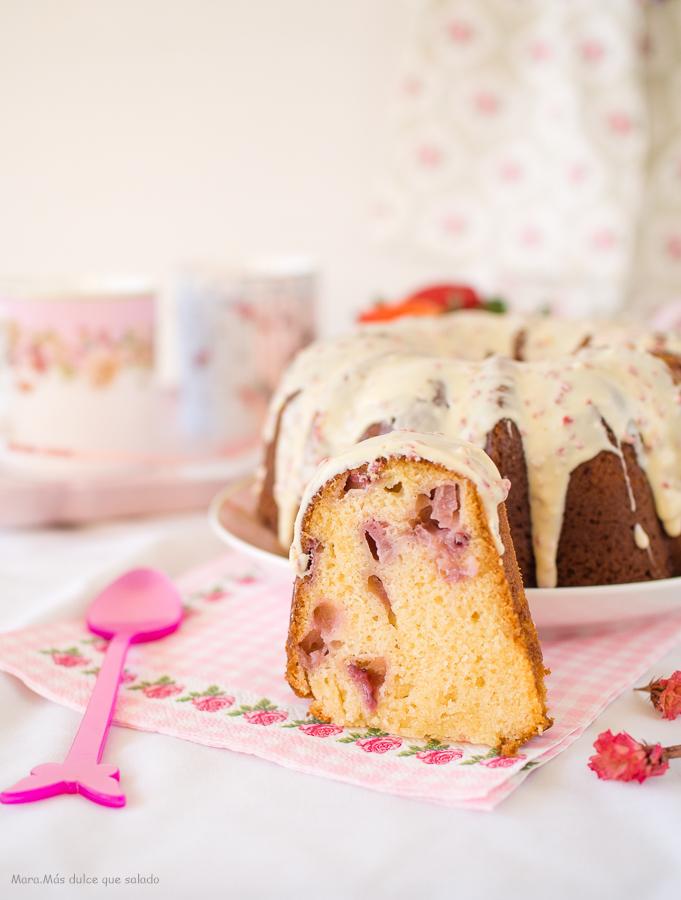 Bundt Cake de fresas y leche condensada