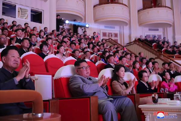 (1) Kim Jong Un enjoys performance for celebrating Lunar New Year's Day