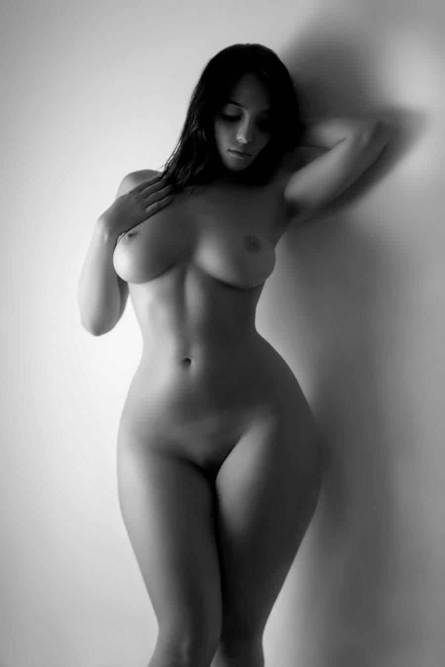 Красивые голые фигуристые девушки