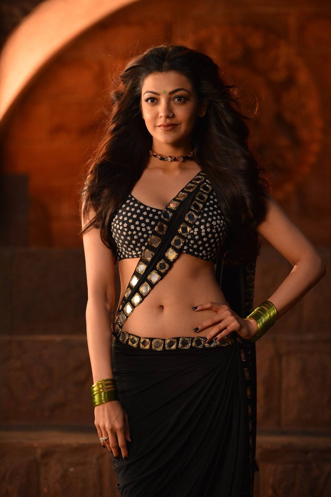 kajal sizzling in pakka local item song-HQ-Photo-7