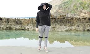 Fashion Wanita Hijab ke Pantai