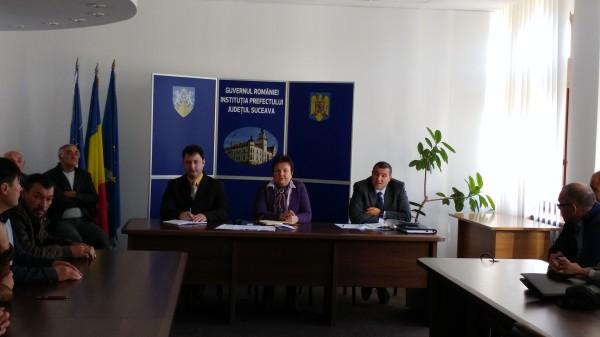 Reprezentanți ai școlilor de șoferi din Vatra Dornei, Fălticeni, Câmpulung și Rădăuți s-au întâlnit cu conducerea Prefecturii