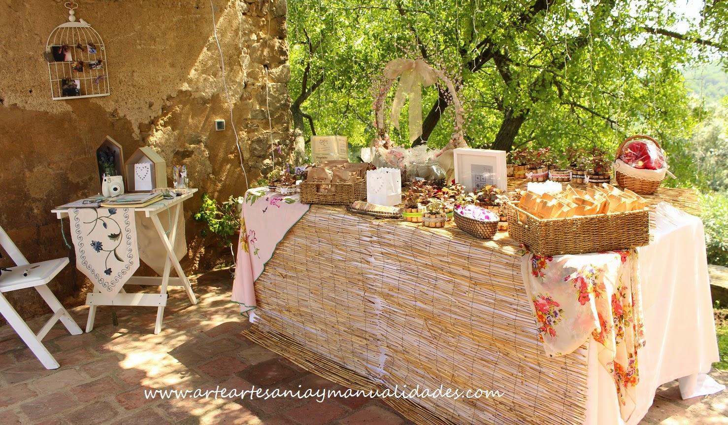 el libro de firmas mantena la lnea decorativa de las de boda con los papeles de la casa toga el mismo cordn y blonda