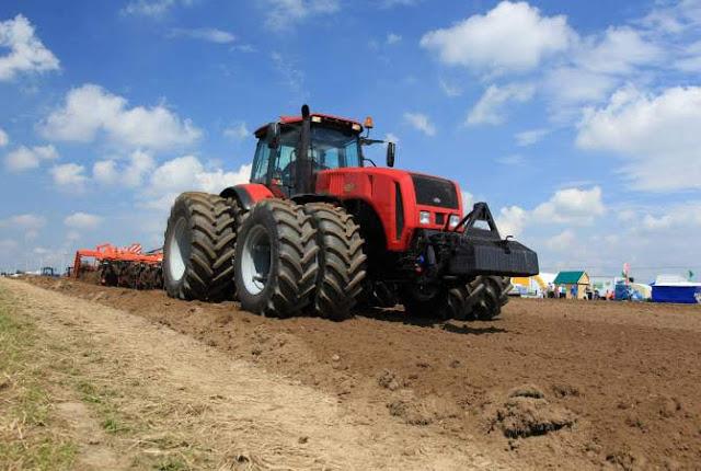 Bielorrusia quiere crear fabricar ascensores y tractores en Armenia