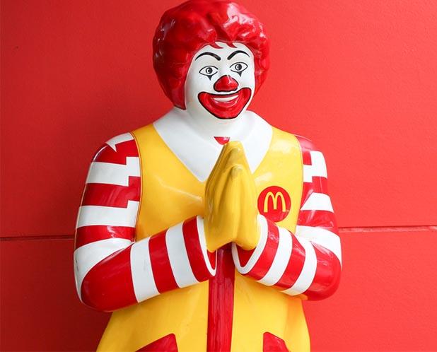 ikon patung mcd si badut mcdonalds