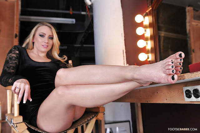 Aj Applegate Hot Pics and Bio