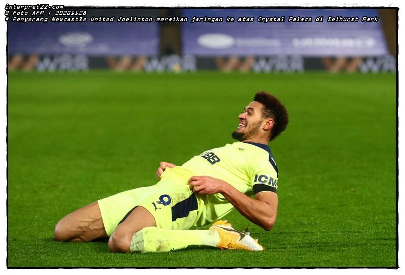 Gambar Penyerang Newcastle United Joelinton meraikan jaringan ke atas Crystal Palace di Selhurst Park. - Foto AFP