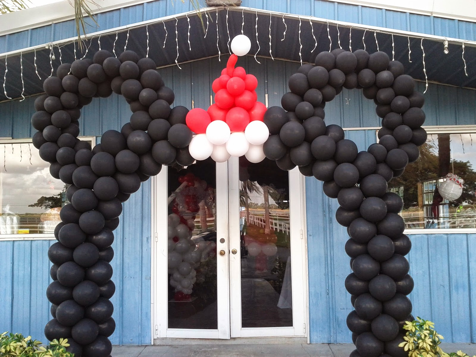 Mickey mouse balloon arch for Holiday theme