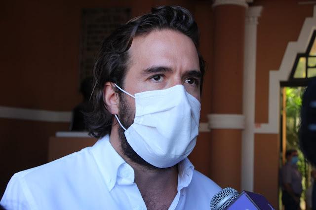 El PRI está de pie y listo para la batalla: Torres Rivas en la inscripción de aspirantes a diputados federales. Foto Antonio Sánchez