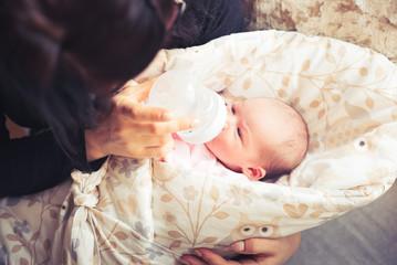 ماتقلقيش اول اربع شهور من الحاجات دى لو شوفتيها على طفلك الرضيع
