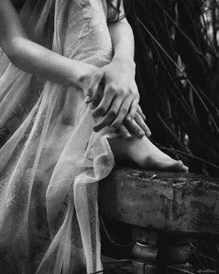 photo-noir-blanc-jambes-pensive