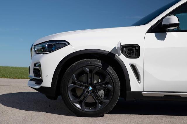 BMW X5 Híbrido Plug-In chega ao Brasil por R$ 455.950