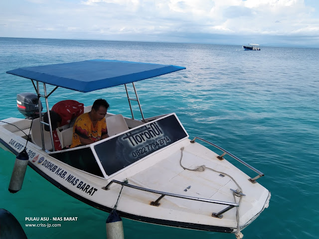 Boat di Pulau Asu