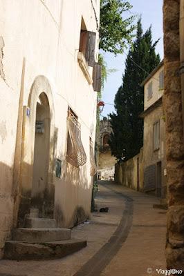 Bella via medievale di Sommieres