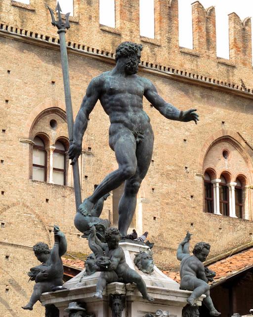Statue of Neptune by Giambologna, Fountain of Neptune, Piazza del Nettuno, Bologna