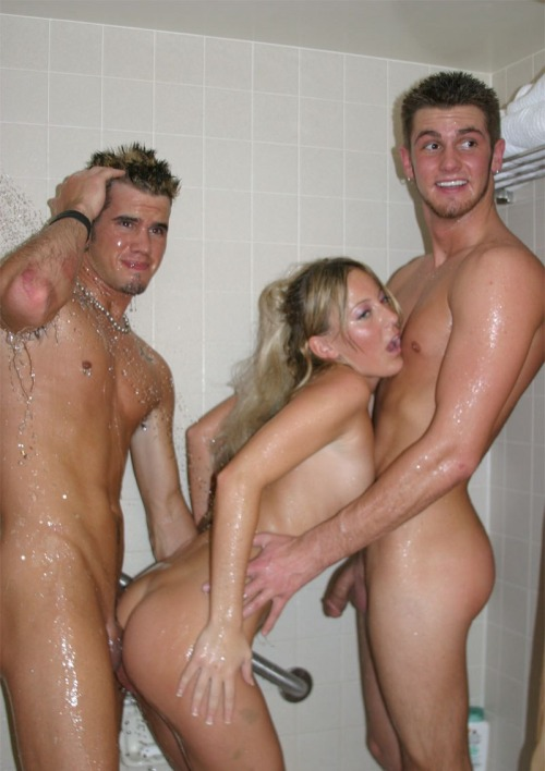 Family nude beach shower that can