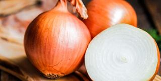 فوائد البصل للجسم في علاج عسر الهضم والانتفاخ