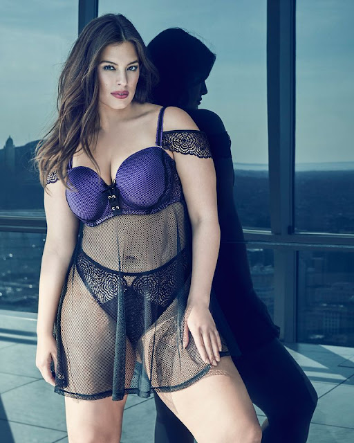 نساء سمينات بملابس داخلية على اغلفة مجلة الموضة والجمال