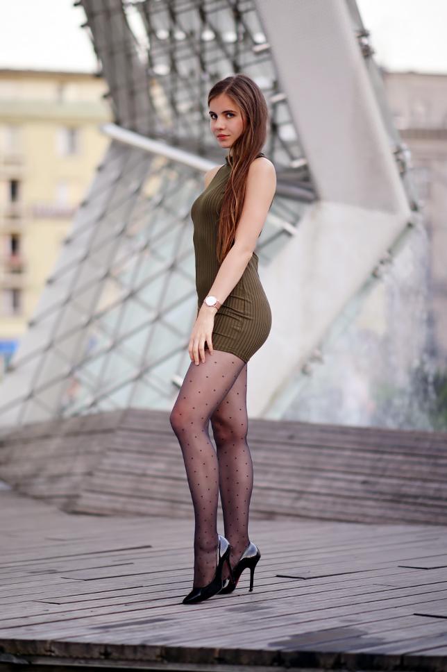 девушки в чулках и легких платьях - 8