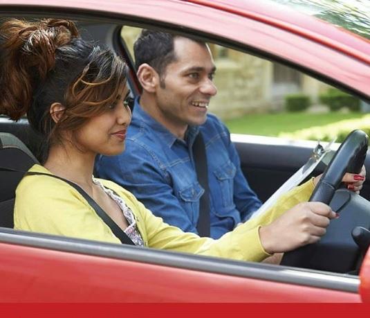 3 Alasan Wanita Harus Bisa setir mobil manual