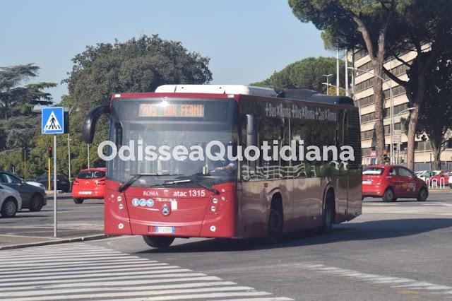 """Acilia, Raggi presenta i nuovi bus: """"Serviranno il quartiere e il litorale romano"""""""