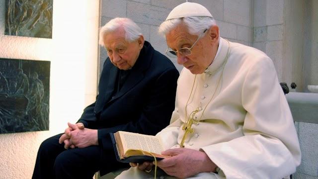 Tragikus hírt kapott XVI. Benedek