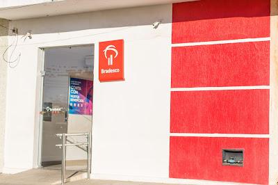 Fotografia da agência do Banco Bradesco, no município de Ponto Novo, produzida pelo fotógrafo Romilson Almeida/Guia Ponto Novo