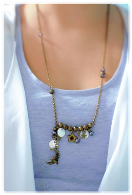 collier asymétrique bronze vieilli et indigo porté