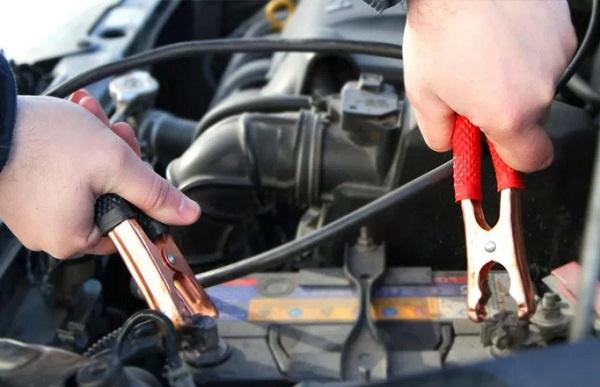 Arrancar auto con batería descargada