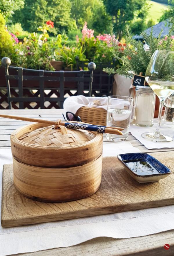 Zu Besuch im Spielweg-Romantikhotel im Münstertal, Schwarzwald. Arthurs Tochter #spielweg #romantikhotel #travel #reise #ausgehen #restaurant #gasthof #lifestyle #blogger #foodblog #foodphotography #ausgehen #urlaub #ferien #sterneköchin #viktoria_fuchs #viki_fuchs #swr #köchin #reiseblogger #ferienhotel #menü #rezepte #karl_josef_fuchs #outfit #kleid #modeblogger #styling #zander #fisch #dimsum #schwarzwald #blutwurst #arthurs_tochter