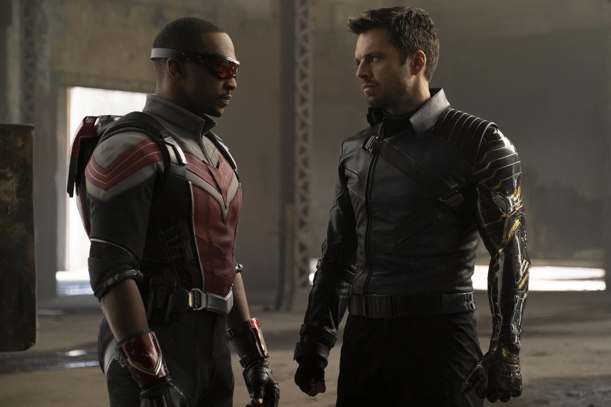 Sam y Bucky como Falcon y Winter Soldier en Disney+