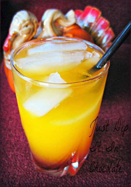 Wild Turkey Thanksgiving Cocktail Recipe, just in time for the holidays, this pretty and sweet cocktail will gt you you through Aunt Agnes criticizing your stuffing! #cocktail #thanksgiving #holidaydrinks #drinks #holiday