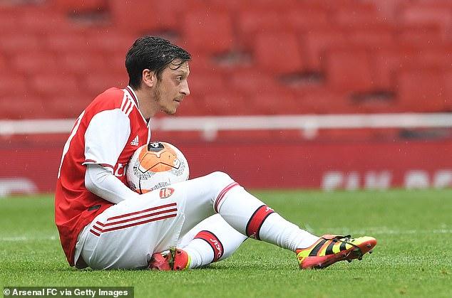 Học M.U, Arsenal sẵn sàng chi tiền để 'tống tiễn' Ozil