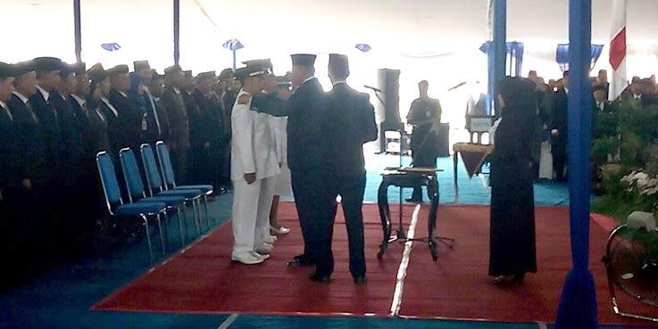 Bupati Malang Dr. H Rendra Kresna saat melakukan pelantikan.