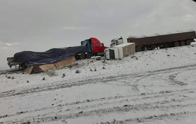 Intensa nevada ocasiona accidentes y deja a varios vehículos varados en vía Arequipa - Puno