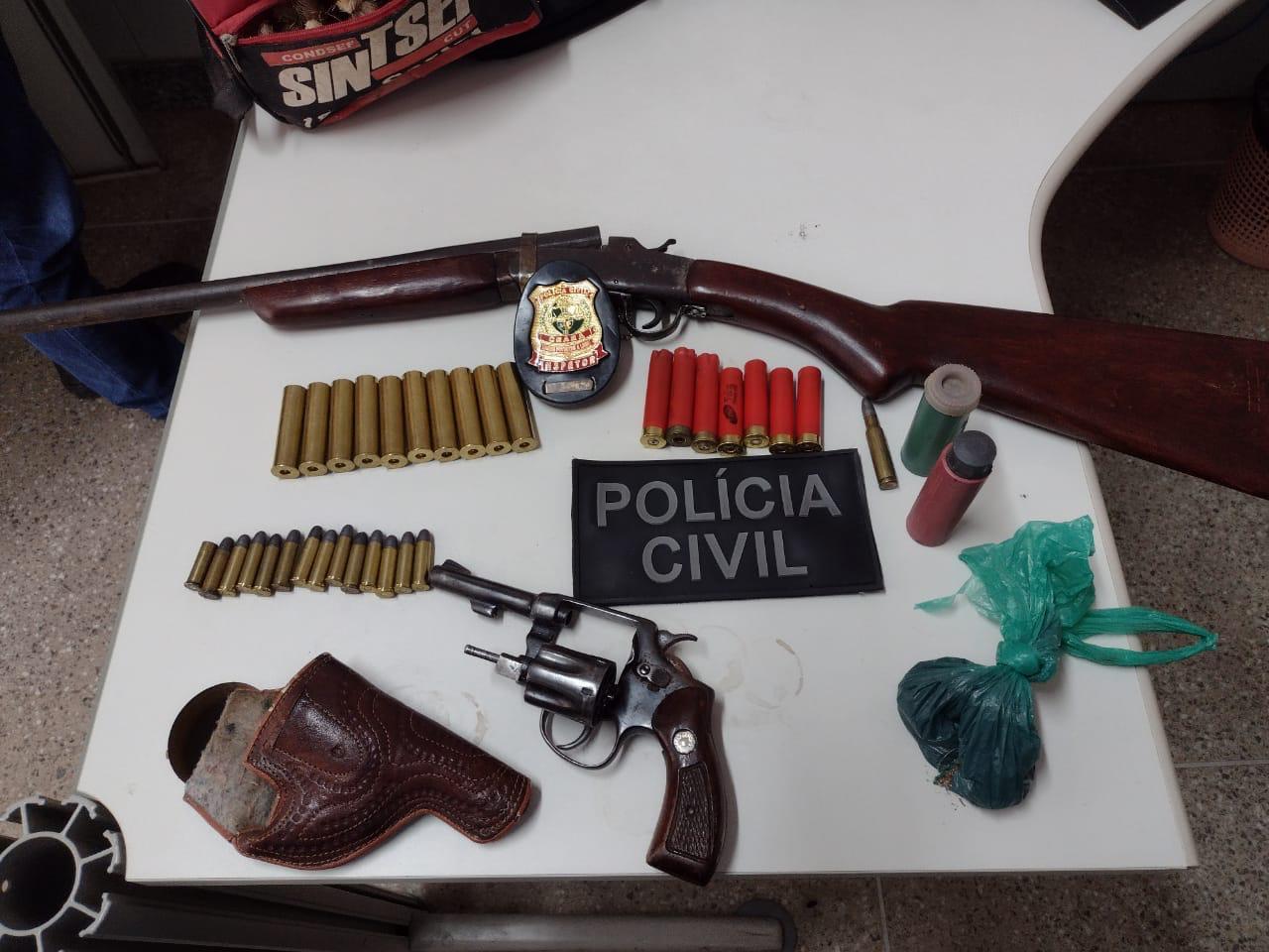 Armas e munições são apreendidas durante cumprimento de mandados de busca e apreensão em Crato