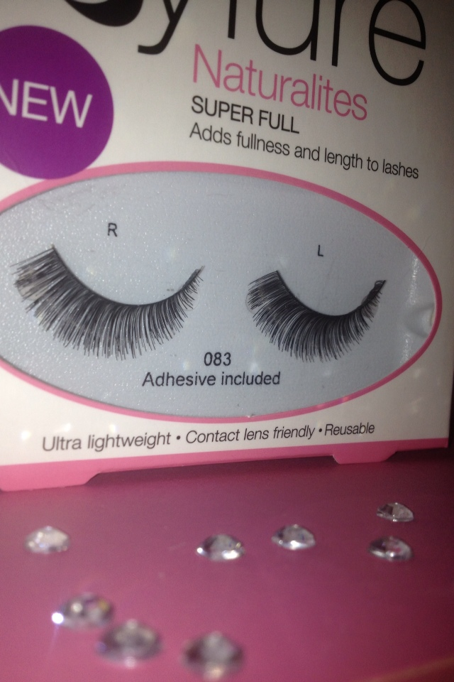 c684c765158 The eyelashes came with their own glue, which retails alone for around the  £3 mark and will last quite some time! Application of the eyelashes was  quick and ...